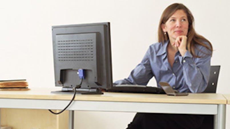 Courrier, téléphone et mails persos au travail : quelles sont les règles ?