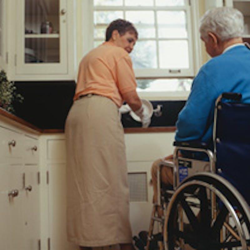 Des aides à domicile pour rester autonome