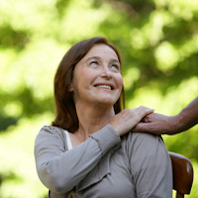 Vieillir chez soi sereinement en se faisant aider