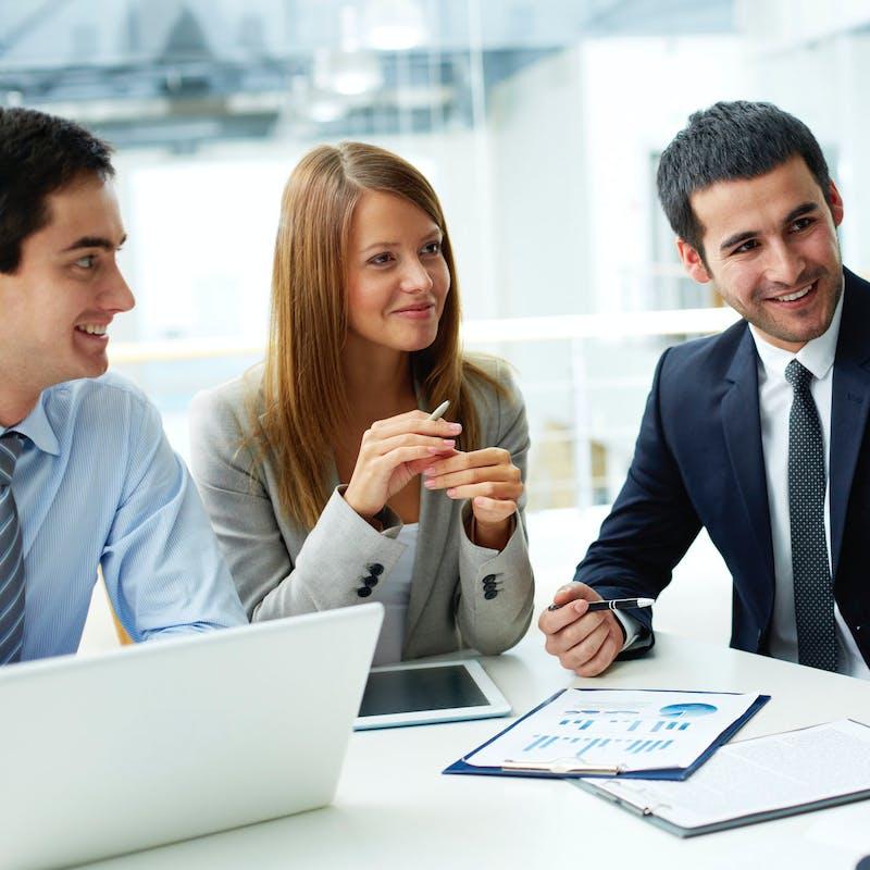 Employé ou cadre : quel est le statut le plus avantageux ?
