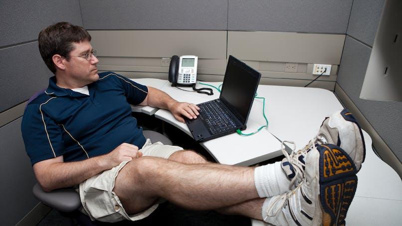 Canicule : shorts et sandales sont-ils permis au travail ?