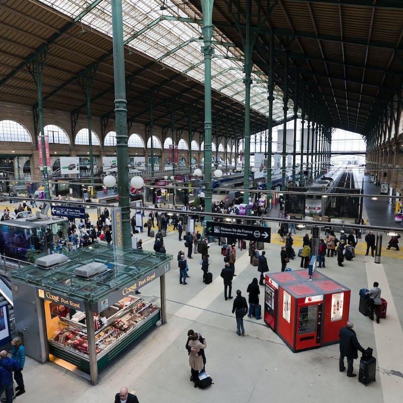 Billet SNCF « sans place assise attribuée » : obtenez des bons de réduction si vous voyagez sur un strapontin