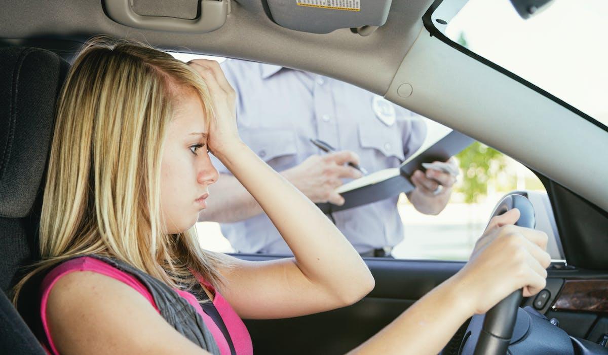 Excès de vitesse, alcool au volant, stationnement interdit... les infractions au volant peuvent vous coûter une amende voire une perte de points.