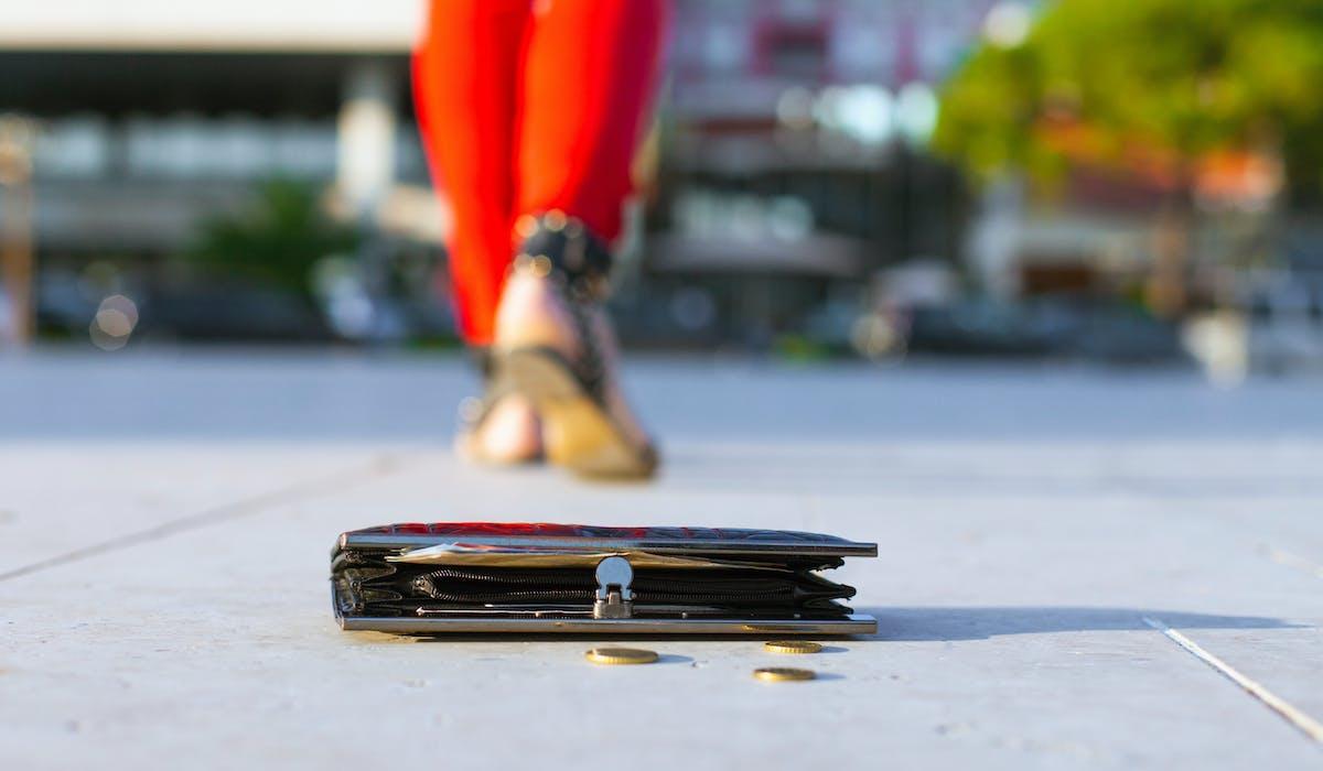 Parmi les 12 millions d'objets perdus en France chaque année, seuls 4% retrouvent leur propriétaire.