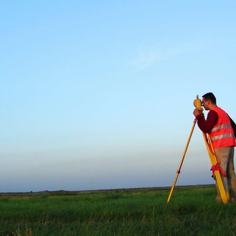 Faire appel à un géomètre-expert pour borner une propriété