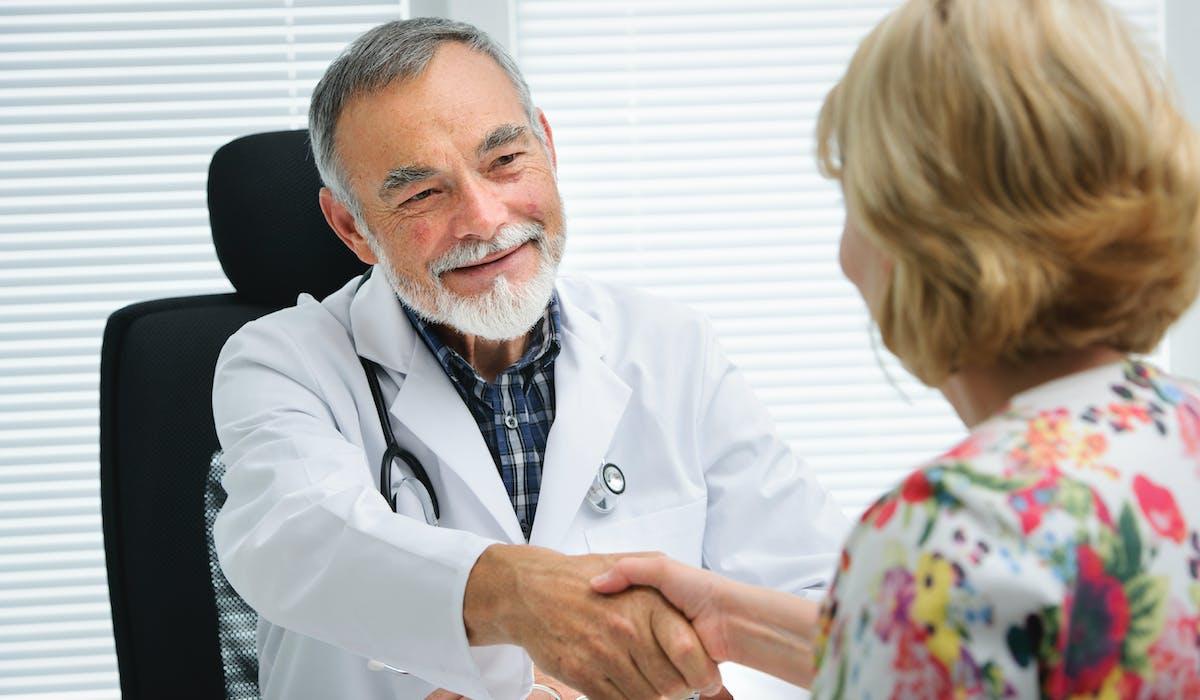 L'aide à la complémentaire santé est réservée aux personnes dont les ressources des 12 derniers mois sont jusqu'à 35 % supérieures au plafond d'attribution de la CMU-C.