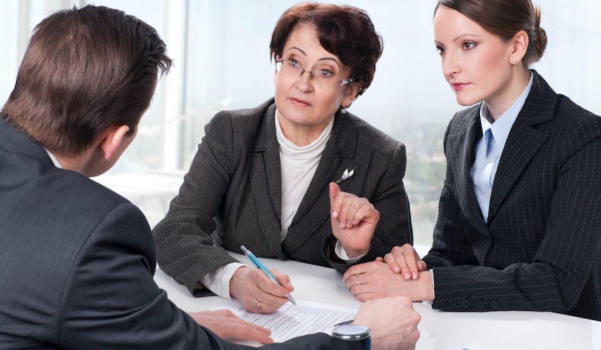 Un notaire est indispensable en présence d'un héritage de plus de 5 000 € ou comportant un bien immobilier.