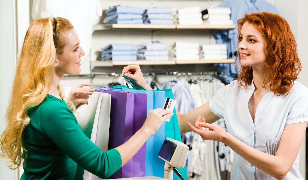 La taxe sur la valeur ajoutée est un impôt directement facturé aux clients sur les produits et les services qu'ils achètent en France.