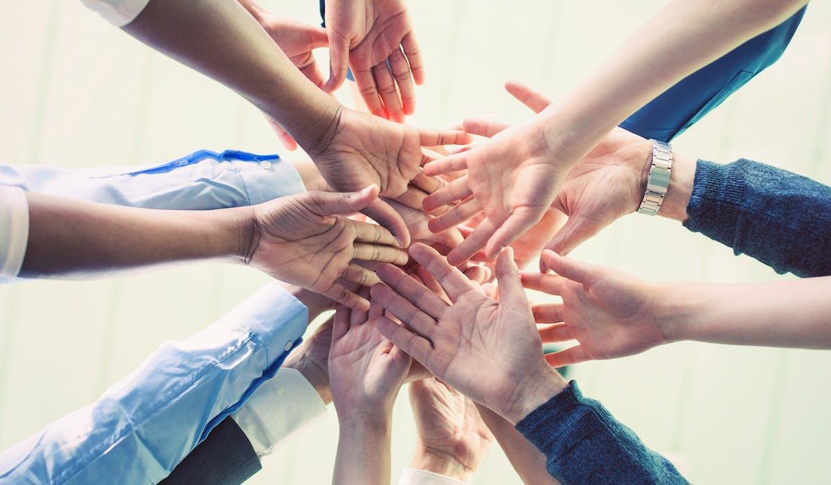 Les salariés qui n'ont aucune complémentaire santé individuelle au moment où l'entreprise met en place le dispositif collectif doivent y adhérer.
