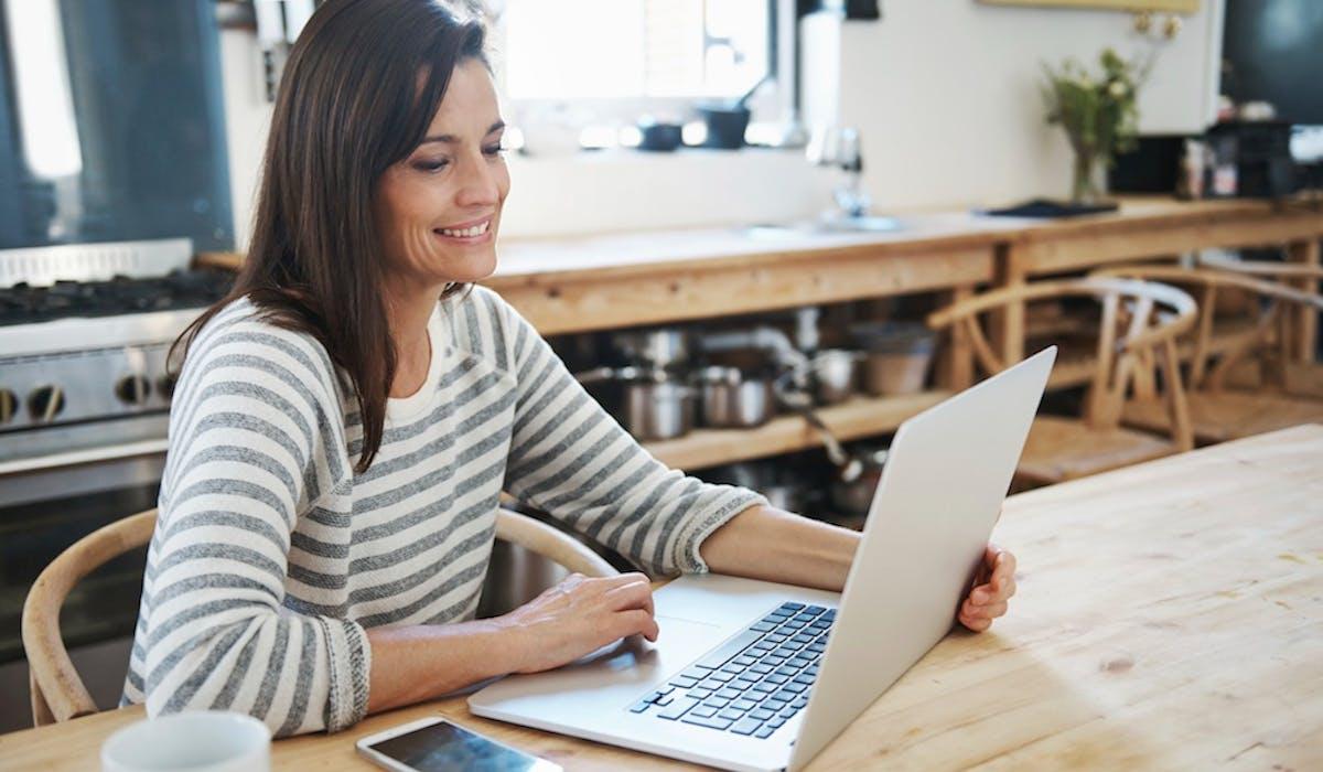 Dans le cadre d'une recherche d'emploi sur Internet, les réseaux sociaux ne remplacent pas encore les sites d'emplois, mais montent en puissance chaque année.