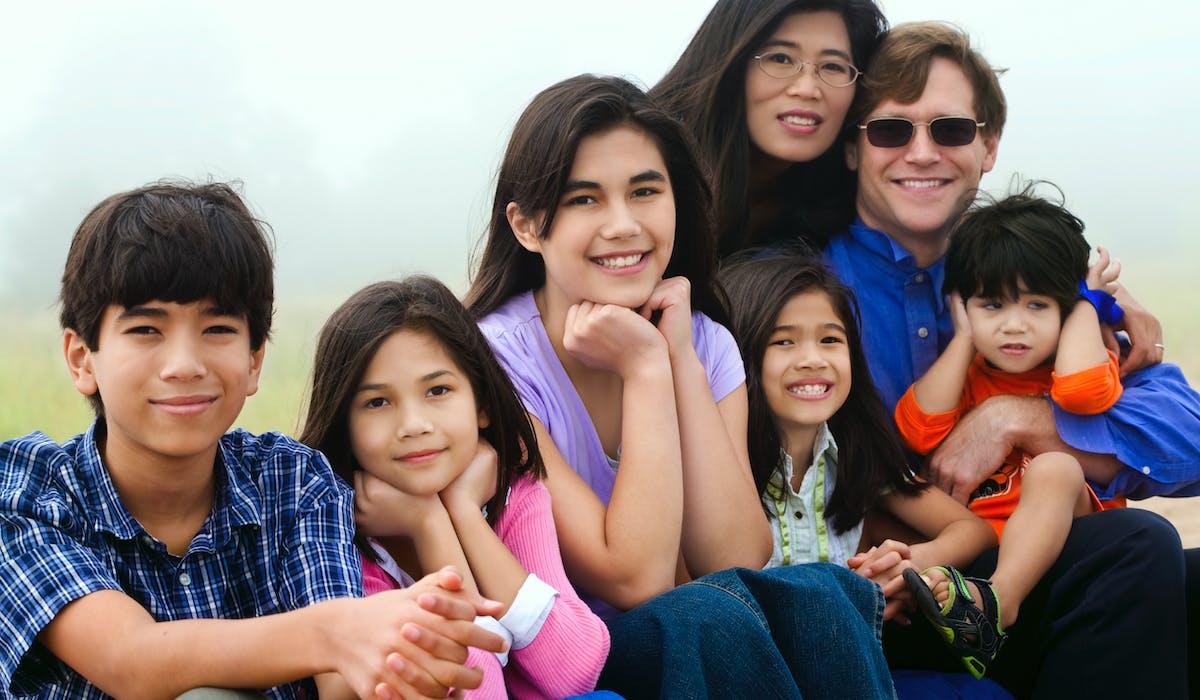Pour transmettre des biens de votre vivant dans une famille recomposée, organiser une donation-partage est vivement recommandé.