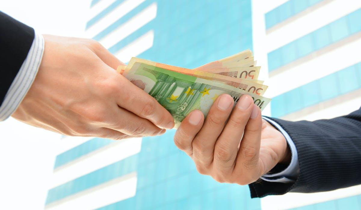 Les sommes saisissables dans cette procédure sont limitées en fonction du salaire du débiteur.