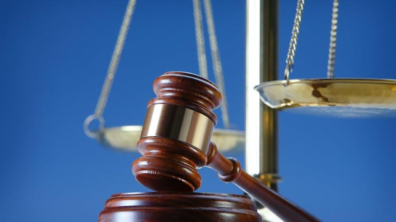Aide juridictionnelle : une personne seule avec moins de 1000 euros de revenus peut bénéficier d'une aide à 100 %