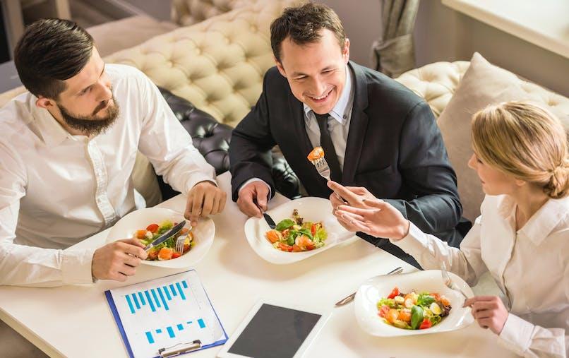 Les avantages en nature versés par l'employeur pour les repas et le logement doivent apparaître dans les déclarations de revenus.