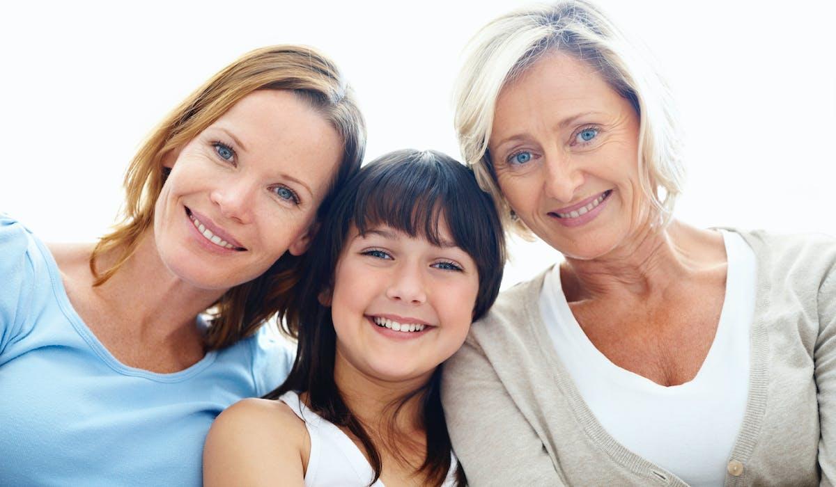La donation transgénérationnelle fédère parents, enfants et petits-enfants autour d'un véritable pacte de famille.