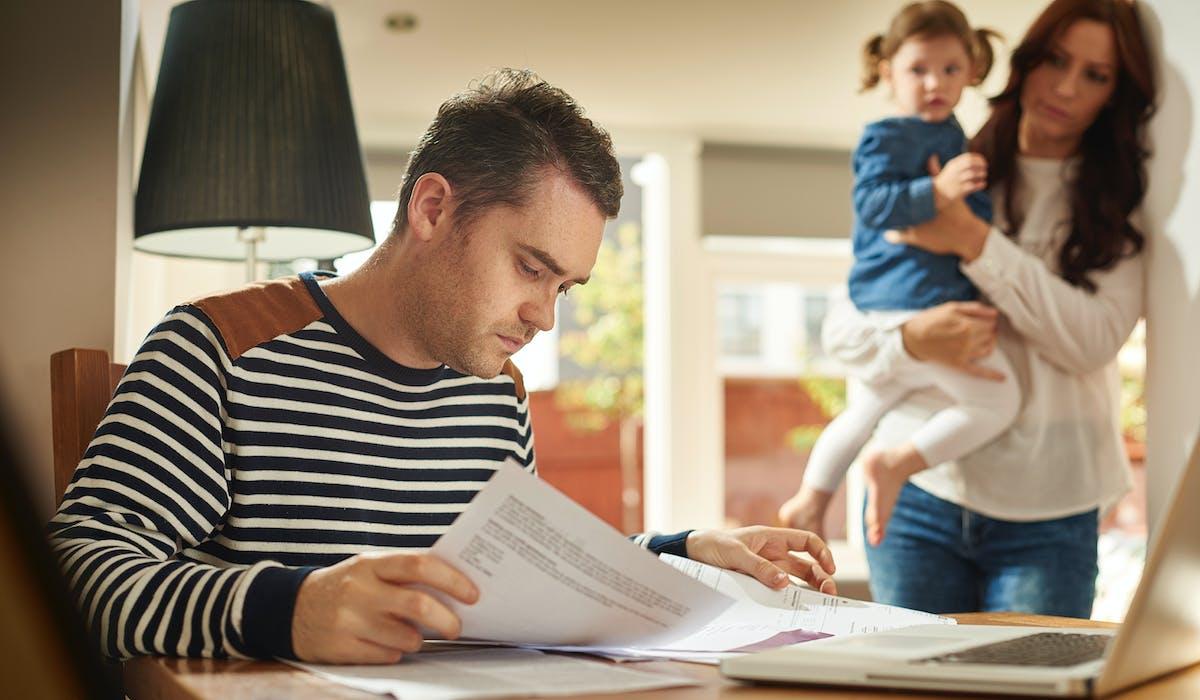 Au-delà d'un certain niveau de revenus, l'économie d'impôt apportée par la prise en compte du quotient familial est plafonnée.
