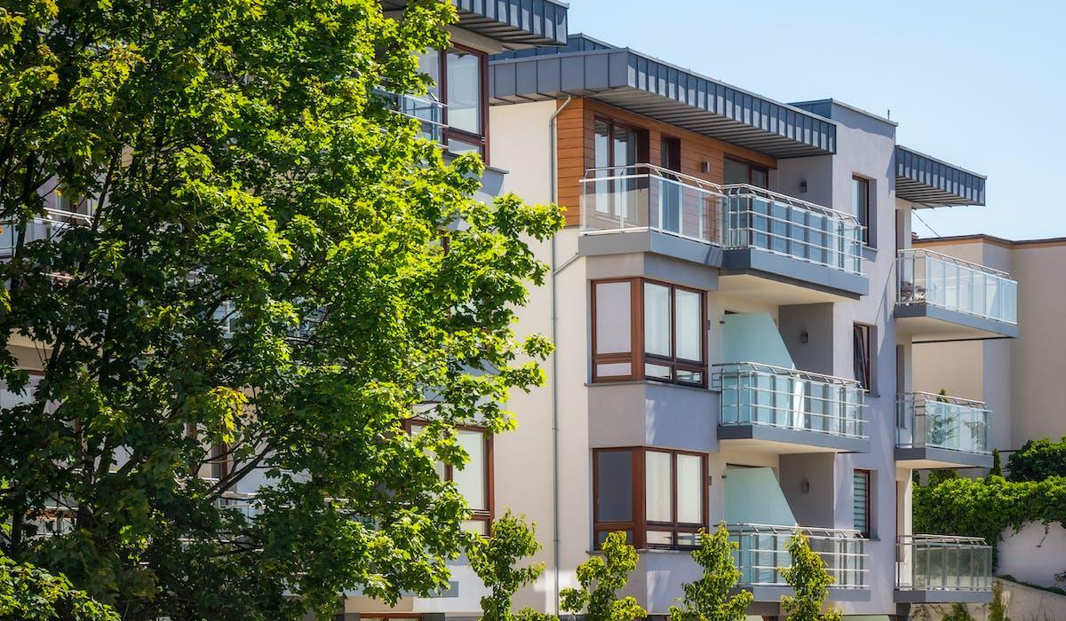Grâce au dispositif Pinel qui a remplacé le Duflot, acheter un logement neuf (ou financer la construction d'une maison) permet de bénéficier d'une réduction d'impôt sur le revenu.