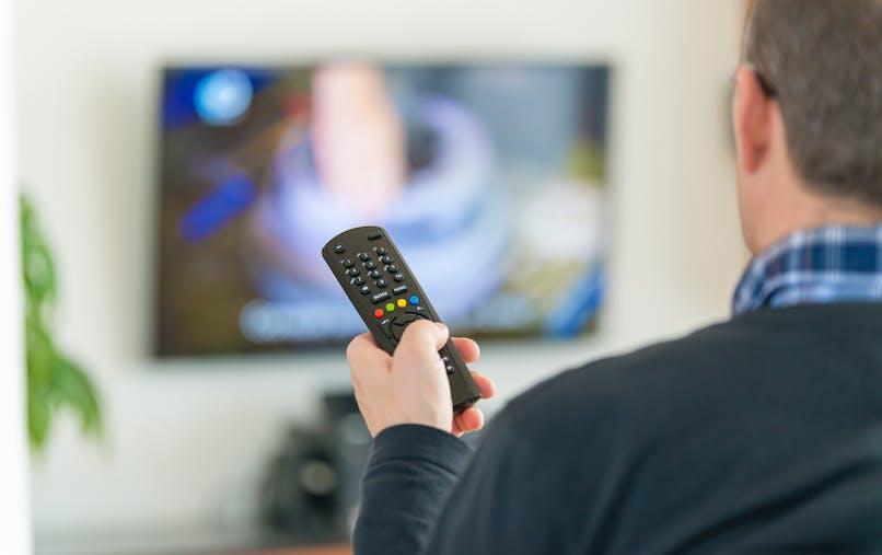 A compter du 5 avril 2016, toutes les chaînes de la TNT diffuseront alors leurs programmes dans ce nouveau standard et laisseront leur ancienne fréquence aux opérateurs de téléphonie mobile.