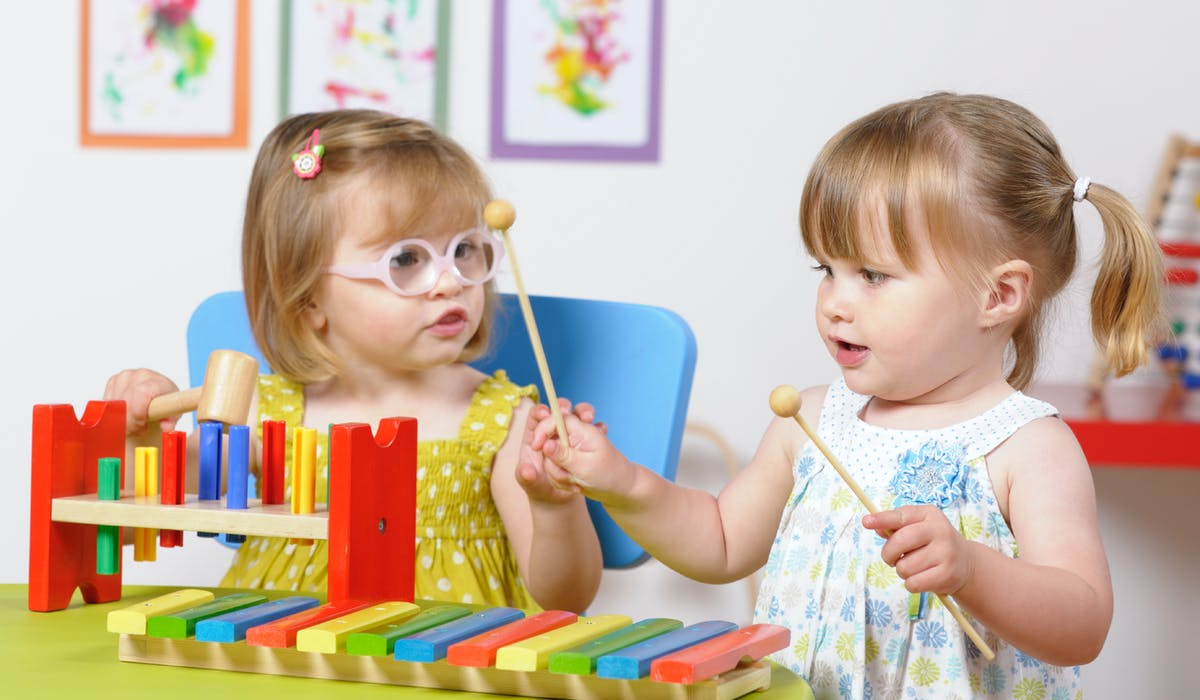 Si vous avez fait garder vos enfants hors de chez vous, que ce soit chez une assistante maternelle agréée, dans une crèche collective ou familiale, une halte-garderie ou un centre de loisirs, vous pouvez bénéficier d'un crédit d'impôt.
