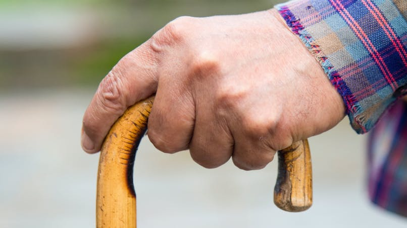 Fonctionnaires retraités : comment obtenir l'aide au maintien à domicile depuis le 1er mai 2016