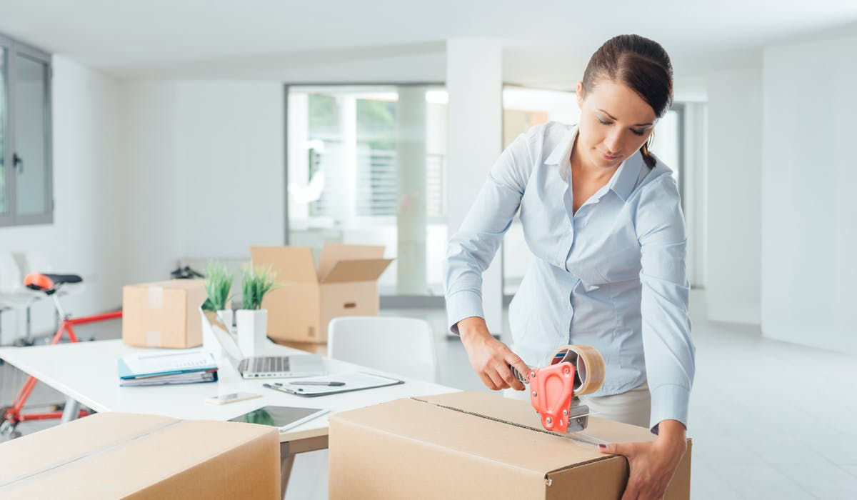 La loi accorde plus de libertés au locataire qu'au bailleur, qui ne peut pas donner congé en cours de contrat, sauf exceptions.