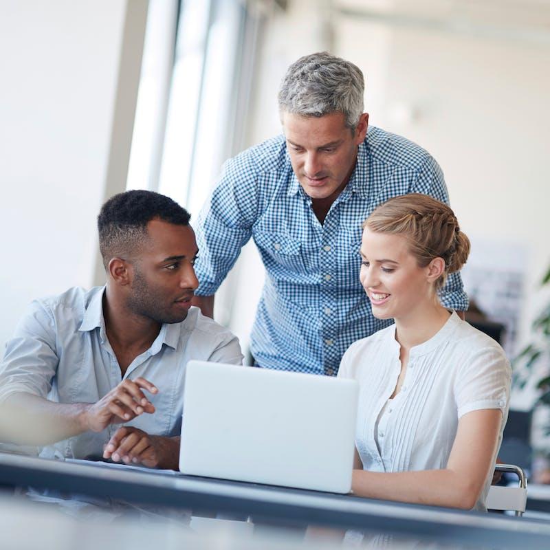 Le vouvoiement reste largement utilisé dans le monde du travail