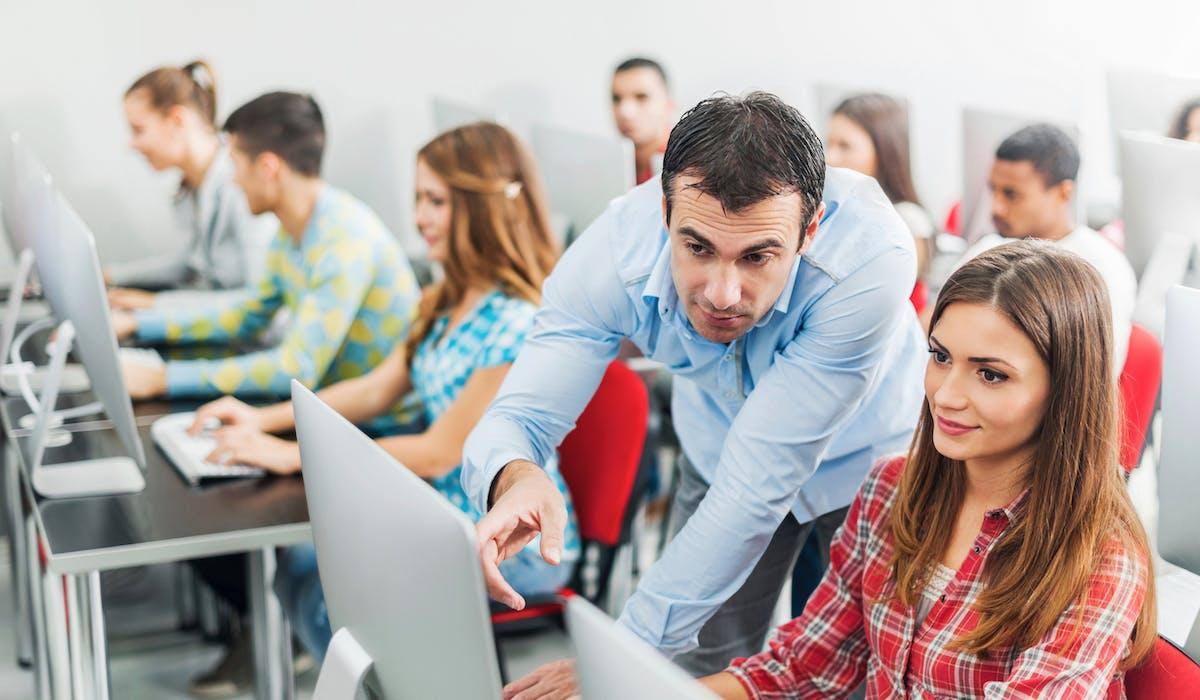 Intégrateur Web, développeur d'applications mobile, animateur en informatique, etc. : les employeurs ont parfois du mal à recruter ce type de professionnels.