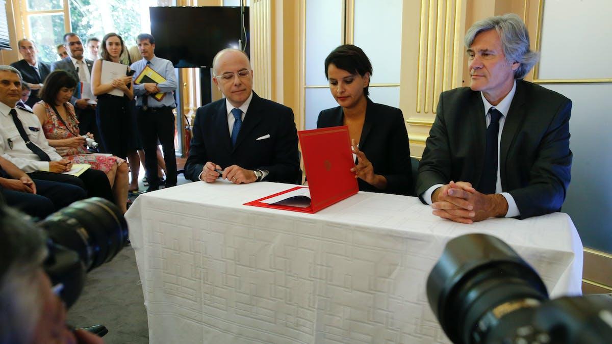 Bernard Cazeneuve, Najat Vallaud-Belkacem et Stéphane Le Foll mercredi, lors de leur conférence de presse à Paris.