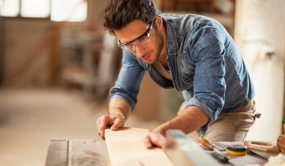 Le micro-entrepreneur est responsable des dommages causés par lui-même, ses locaux et son matériel professionnel.