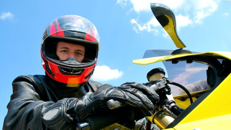 En moto ou à scooter, vous devrez porter des gants à partir du 20 novembre