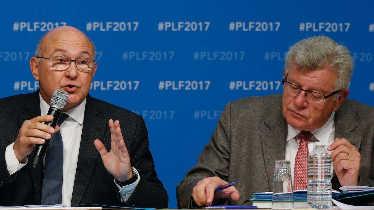 Michel Sapin et Christian Eckert, mercredi à Bercy, lors de leur conférence de presse consacrée à la présentation du texte.