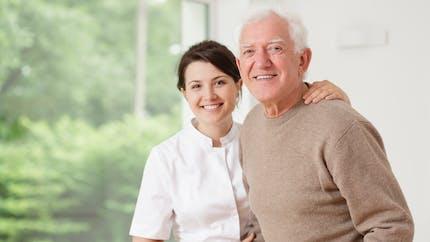 Maison de retraite: cinq points à vérifier dans un contrat de séjour
