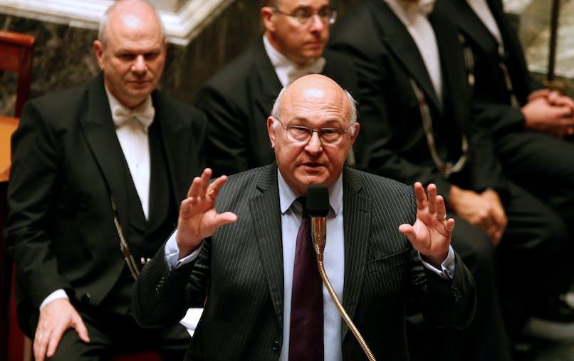 Michel Sapin porte le projet de loi relatif à la transparence, à la lutte contre la corruption et à la modernisation de la vie économique.