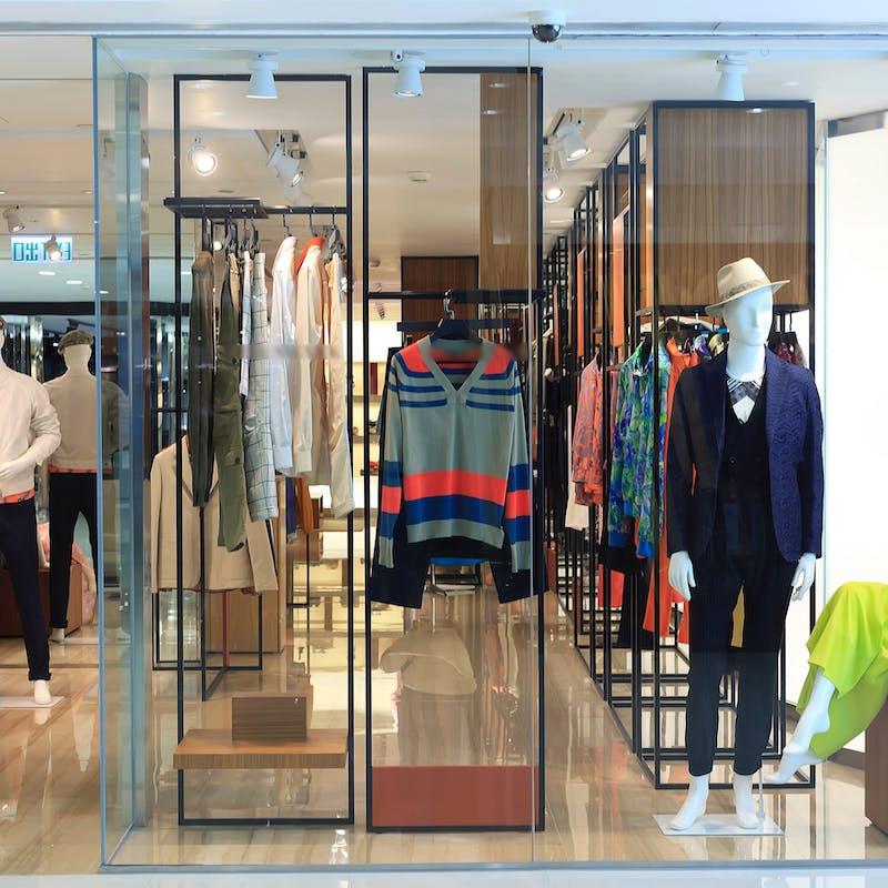 Un commerçant a-t-il le droit de vous refuser la vente d'un vêtement exposé en vitrine?