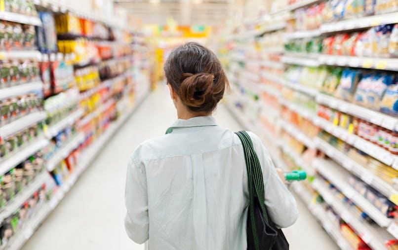 Des aliments de grande consommation seraient conditionnés dans des emballages carton contaminés par des huiles minérales, dérivés d'hydrocarbures dangereux pour la santé.