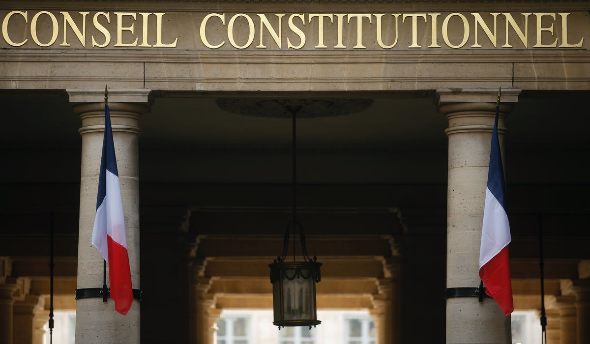 La décision du Conseil constitutionnel aboutit au retrait de l'article 4.