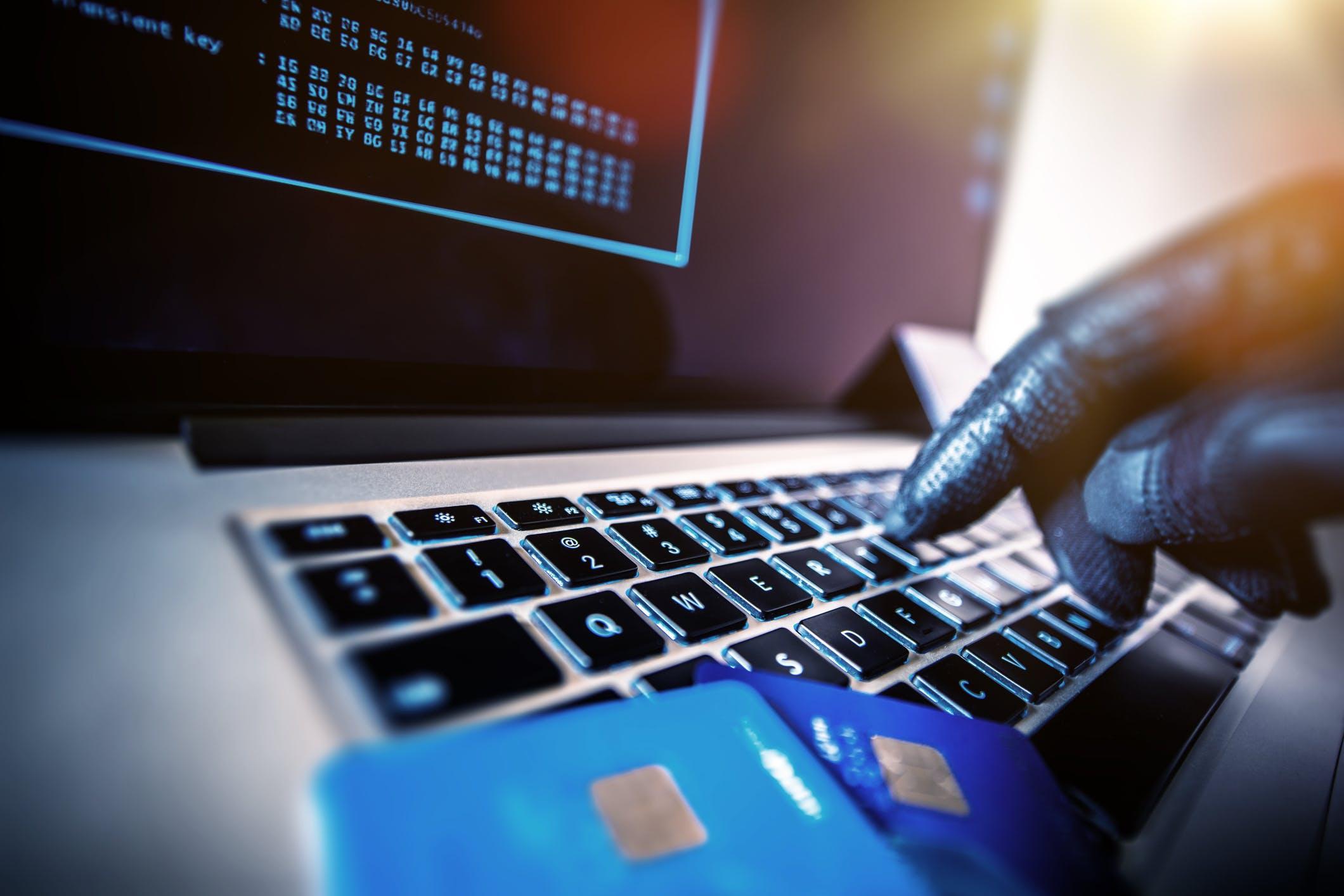 """Résultat de recherche d'images pour """"Piratage bancaire"""""""
