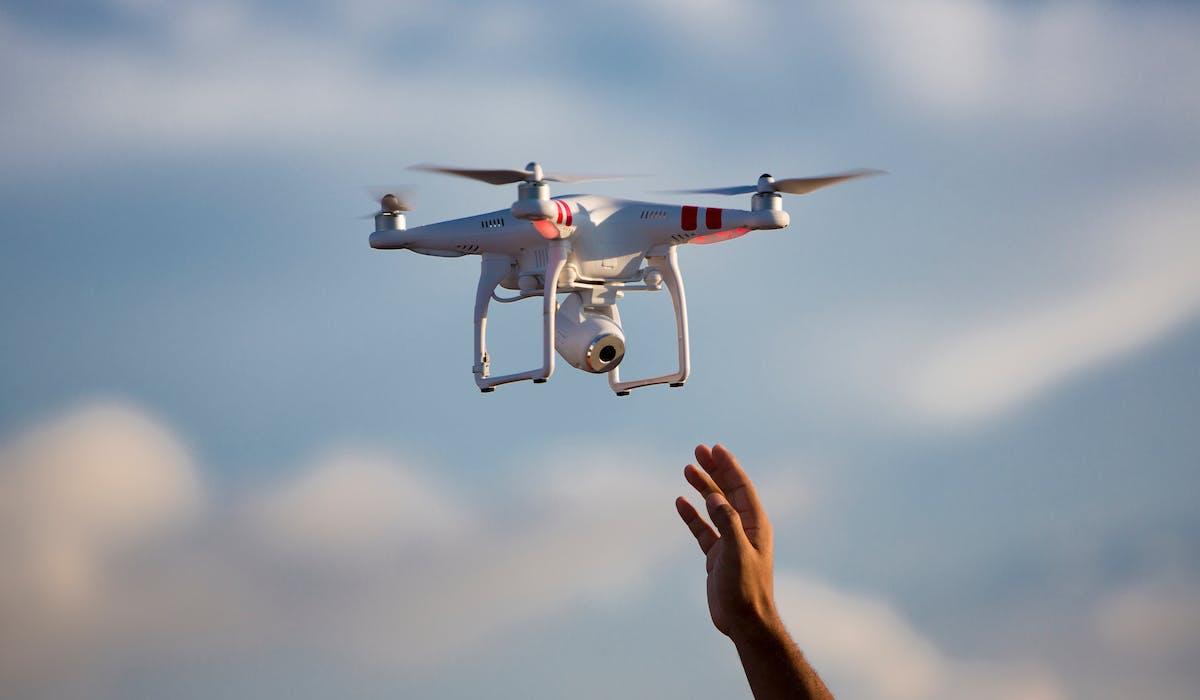 L'usage d'un drone au mépris des règles de sécurité est passible de poursuites pénales.