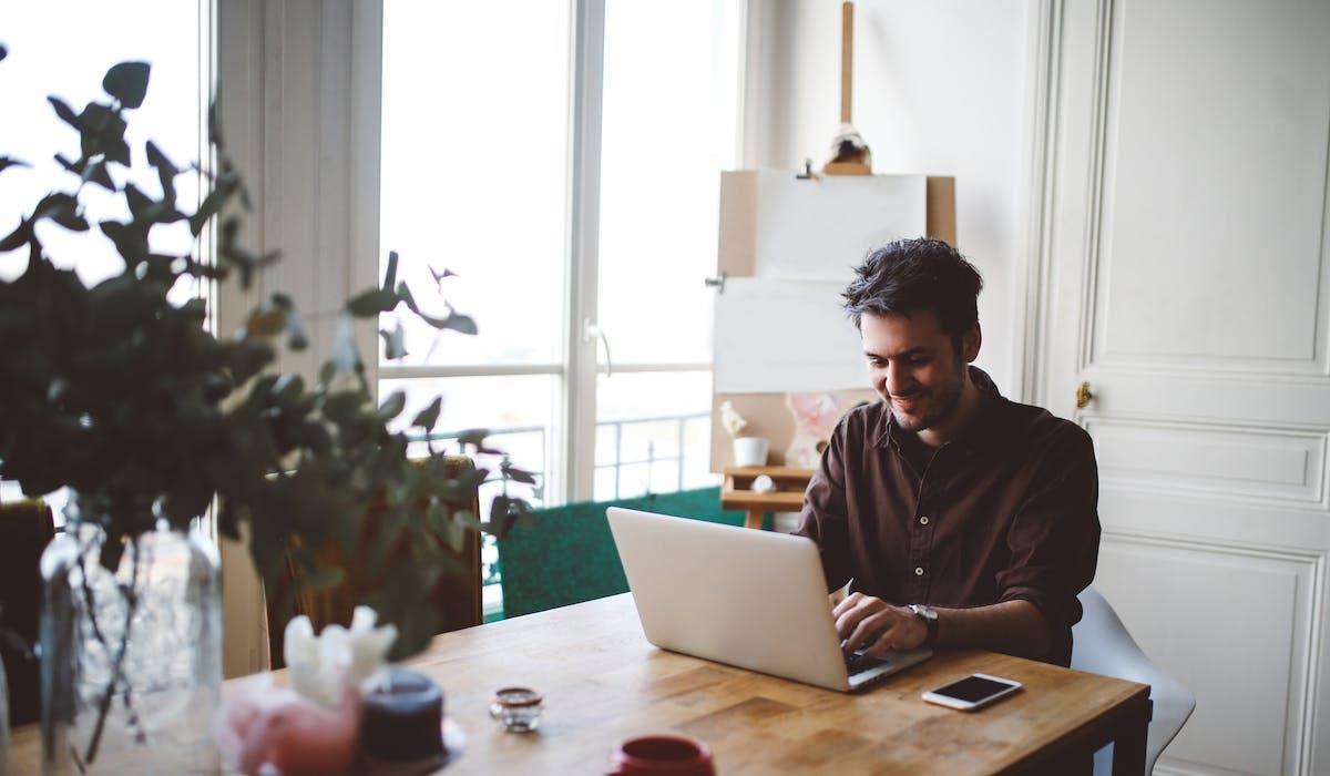 Les auto-entrepreneurs ont retiré en moyenne 410 € par mois de leur activité non salariée en 2013.
