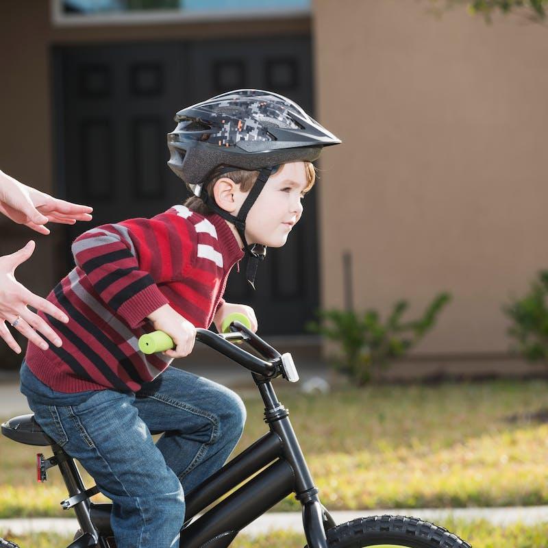 Sécurité routière: casque obligatoire pour les cyclistes de moins de 12 ans