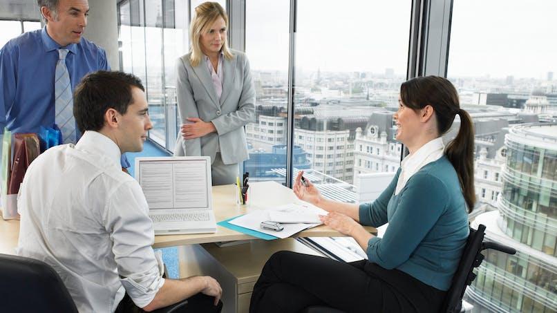 L'emploi accompagné comprend un accompagnement médico-social et un soutien à l'insertion professionnelle.