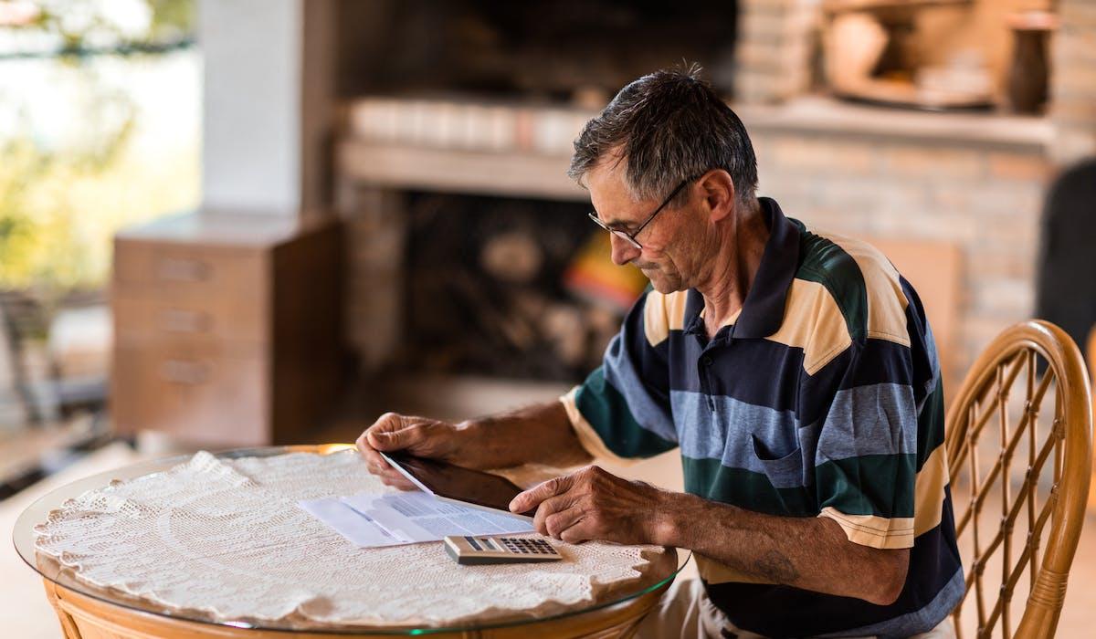 Les personnes veuves ne doivent pas dépasser certains plafonds de ressources pour percevoir une pension de réversion.