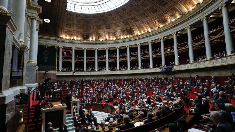 10 300 €/mois minimum pour un député et 11 500 €/mois pour un sénateur