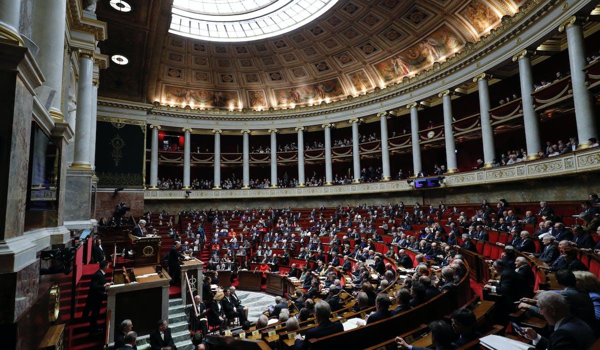L'hémicycle de l'Assemblée nationale le 13 décembre 2016, lors du discours de politique générale prononcé par Bernard Cazeneuve, Premier ministre.