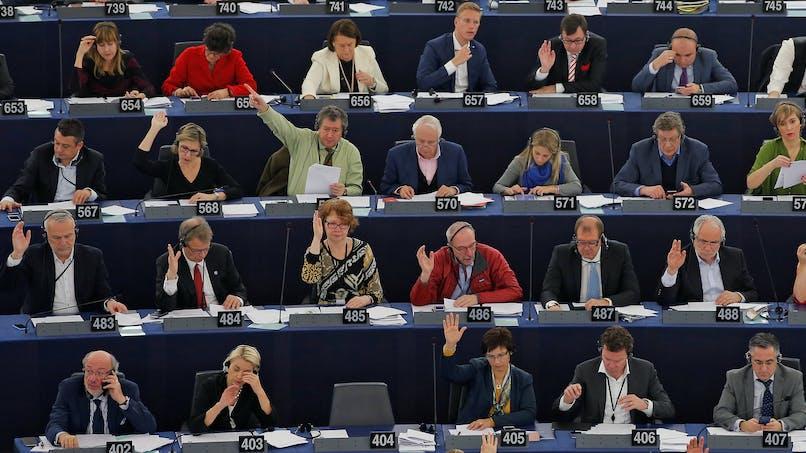 8 090 € par moisde salaire pour les députés européens