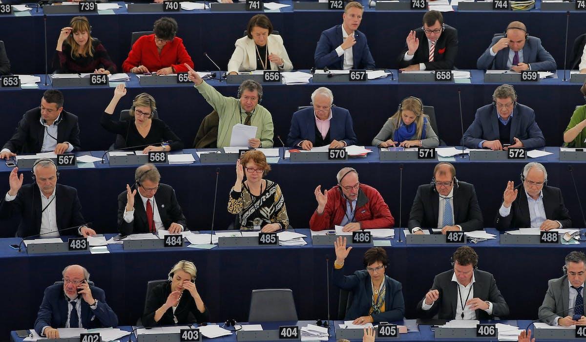 Les députés européens élus à partir de 2009 perçoivent une rémunération brute de 8 484,05 €.