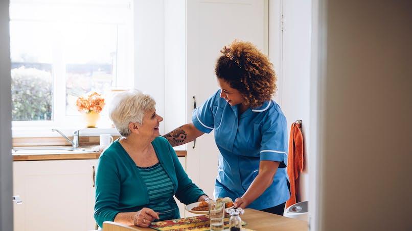 Aide à domicile : des métiers peu connus et reconnus