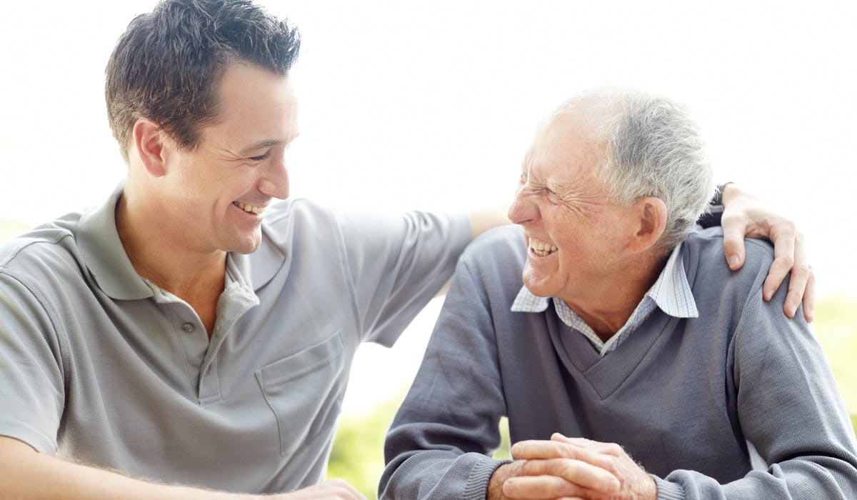 Il n'existe pas de dispositif réglementaire obligeant à partager le temps passé aux côtés d'un parent dépendant.