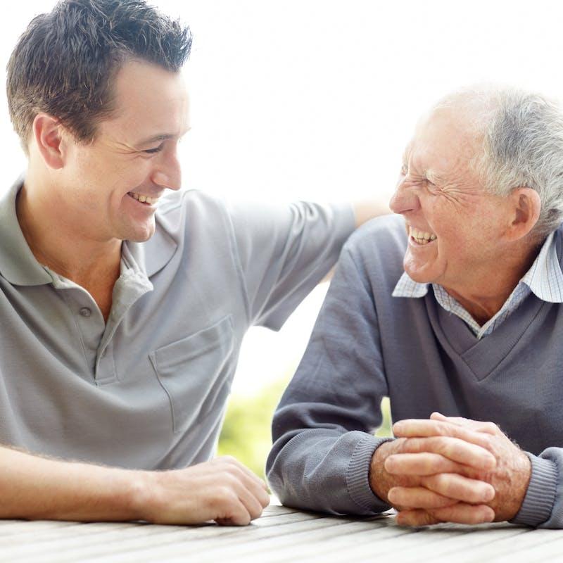 Pouvez-vous contraindre vos frères et sœurs à s'occuper de votre père dépendant?