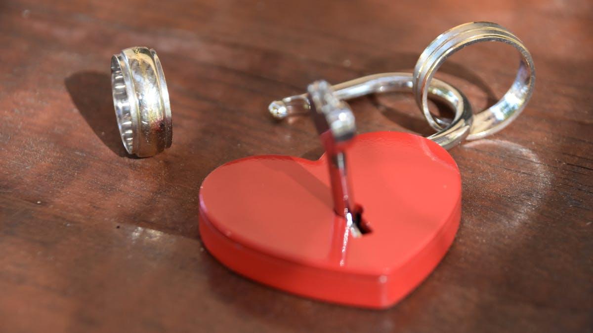 La liste des charges risque de peser dans le budget des ex-mariés, pacsés ou concubins.